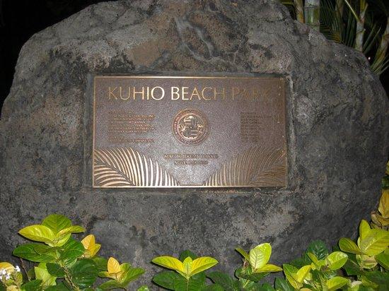 Kuhio Beach: クヒオビーチの碑