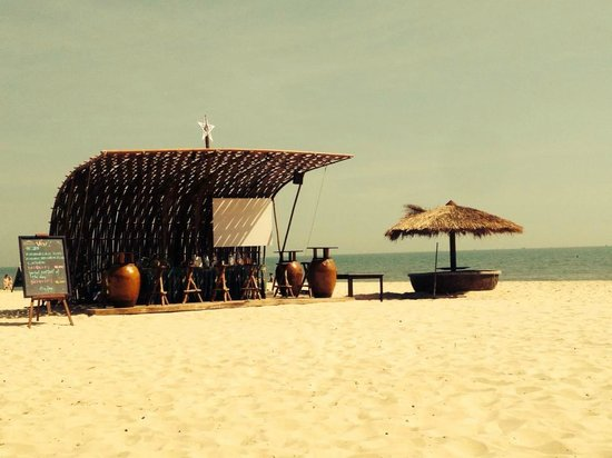 Bamboo Village Beach Resort & Spa: Beach Bar