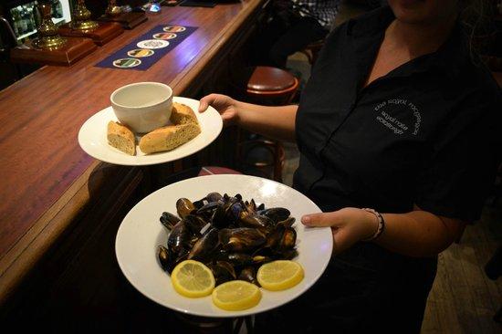 The Royal Mcgregor: Steamed Mussels