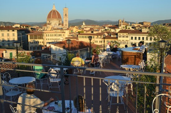 Croce di Malta Hotel: Happy hour at the rooftop bar