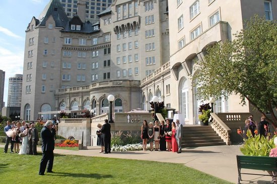 Fairmont Hotel Macdonald: View from the Gardens looking up to the hotel