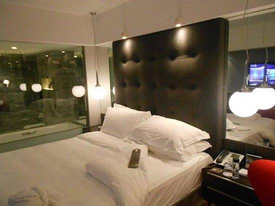 The Mira Hong Kong : my bed (with bathroom)