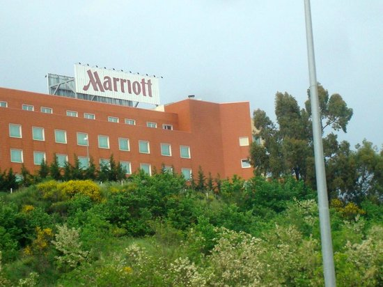 Rome Marriott Park Hotel : Hotel from the cab