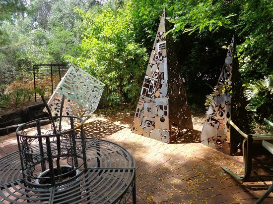 Earlsferry Bed and Breakfast: Amazing metal art