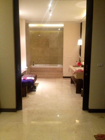 V Villas Hua Hin, MGallery by Sofitel : V-villas spacious bathroom