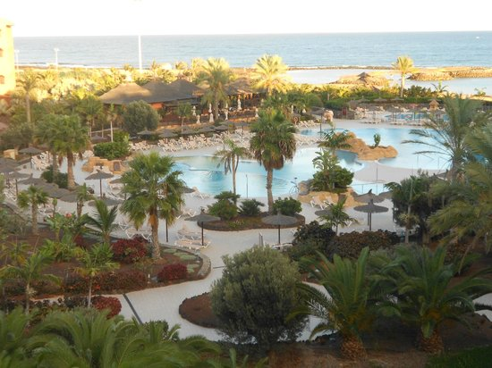 Sheraton Fuerteventura Beach, Golf & Spa Resort: Poolområdet, dag