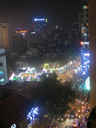 Tan Hoang Long Hotel: View from small window in the Master Double