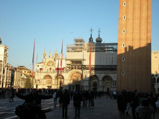 Markusdom (Basilica di San Marco): Facciata e scorcio campanile