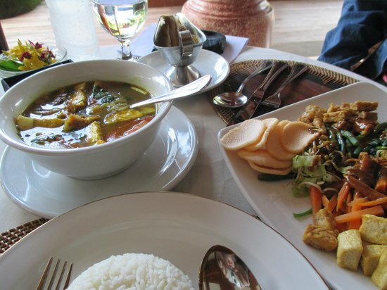 Bhuwana Ubud Hotel: Lunch in restaurant ~ just OK. nothing special