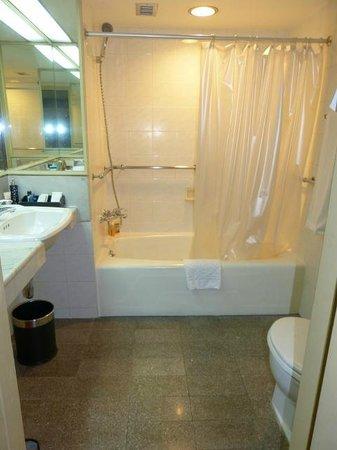 The Tawana Bangkok: Salle de bains