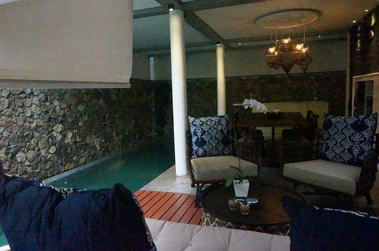 Mahala Hasa: Pool, living room and dining room