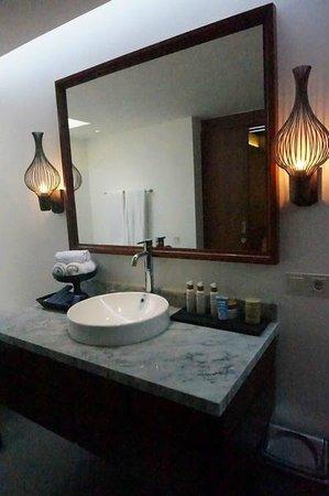 Mahala Hasa: Wash basin