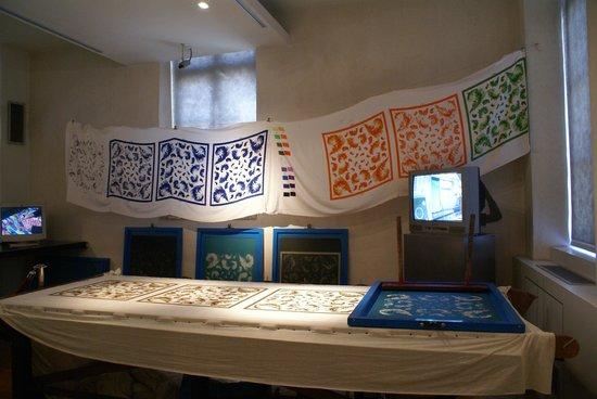 Musee de Bourgoin-Jallieu : Les différentes étapes pour un imprimer un motif coloré