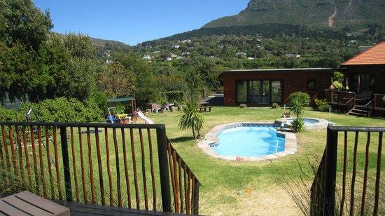 African Family Farm: Pool und Spielbereich