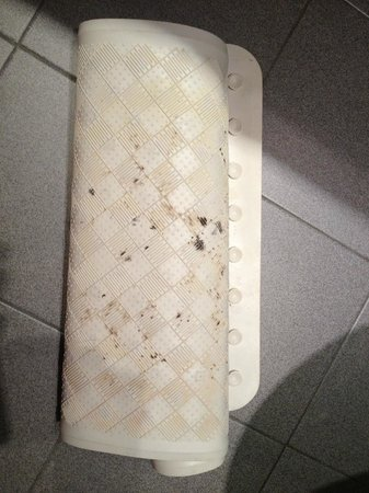 Clarion Hotel Liffey Valley: DISGUSTING....