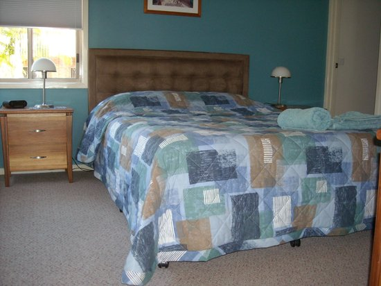 Beaches Apartments Merimbula: Main bedroom