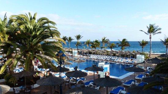 VIK Hotel San Antonio: Der große Pool am
