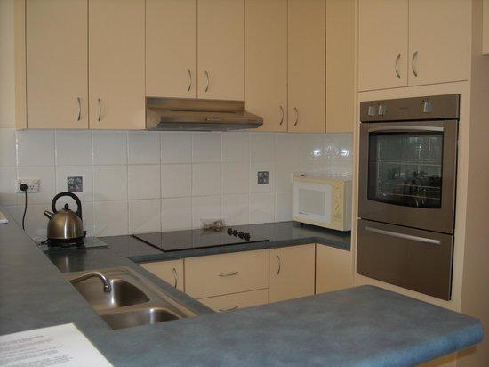 Beaches Apartments Merimbula: Kitchen