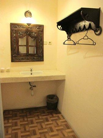 Monginsidi Guest House : Kepodang Room 3