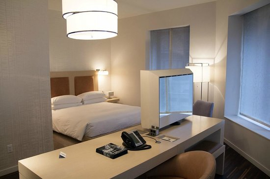 Andaz Wall Street : Bedroom with TV