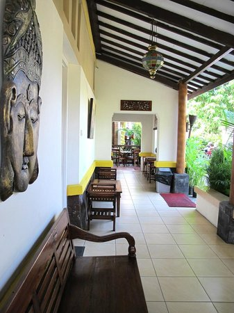 Monginsidi Guest House: Every room gets its own hallway and lounge