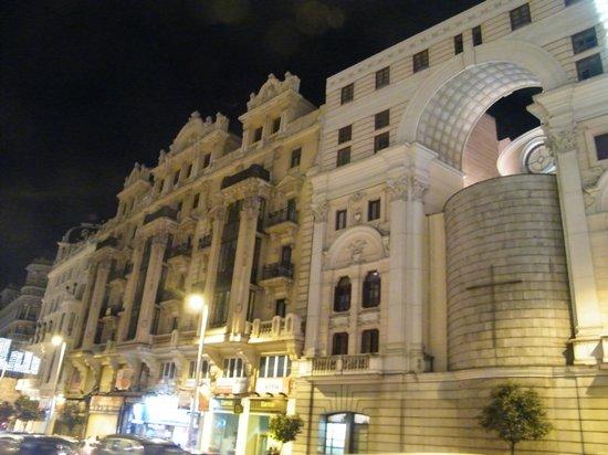 Hostal La Plata: Vista de Noche