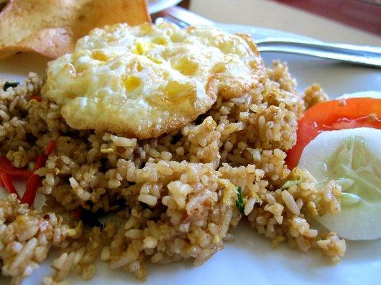 Monginsidi Guest House: Tasty fried rice for breakfast