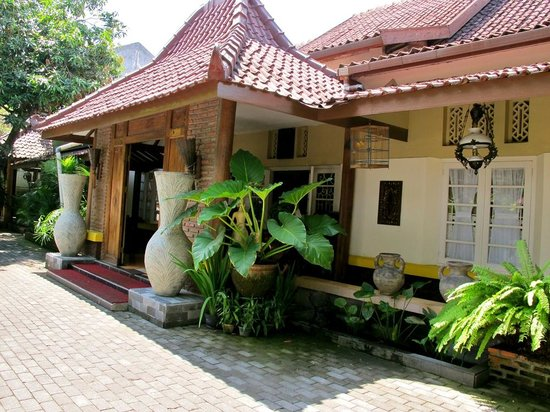 Monginsidi Guest House : The guest house building