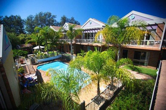 Beaches Apartments Merimbula: Central pool area