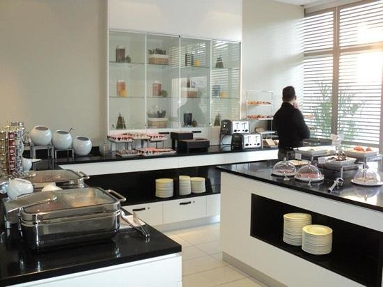 AC Hotel by Marriott Ambassadeur Antibes- Juan les Pins : colazione, breakfast.
