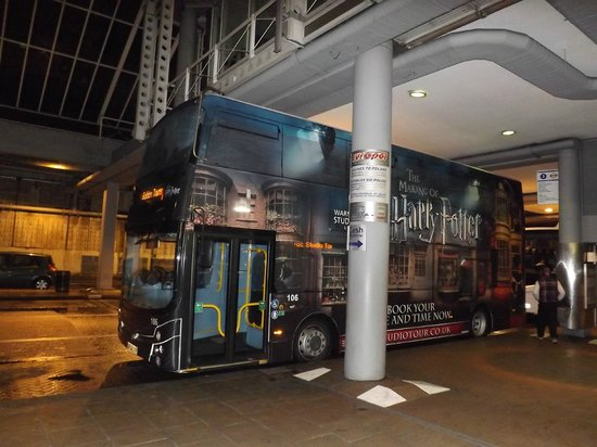 Golden Tours: harry potter bus at the waiting point