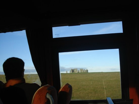 Golden Tours: stonehenge by bus