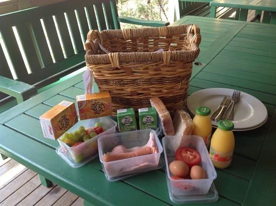 Eaglereach Wilderness Resort : breakfast hamper