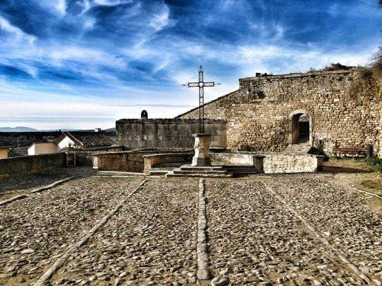 Château de Grignan : Esplanade davanti alla Chiesa del paese