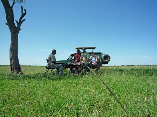 Oloi Karere Mara Camp: Breakfast in savana