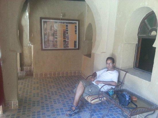 Nasser Palace Hôtel & Bivouacs: détente dans le couloir