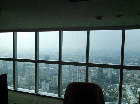 Baiyoke Sky Hotel: window