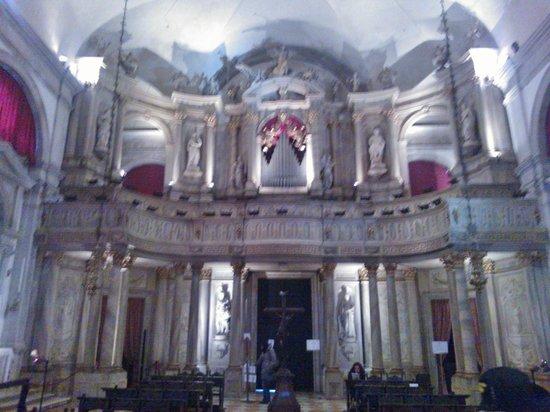 Scuola Grande di San Rocco: Arte su tela e arte su pietra...