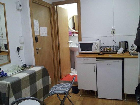 Barcelona Rooms 294: Panoramica camera con ingresso bagno