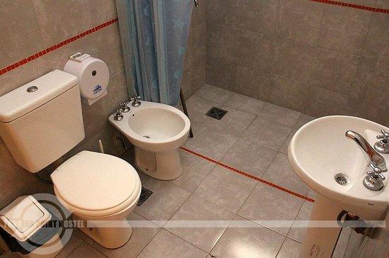 Turning Point Hostel : Baño