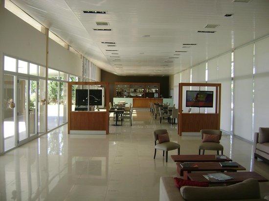 Hotel Viejo Molino: Vista desde la recepción al comedor-desayunador