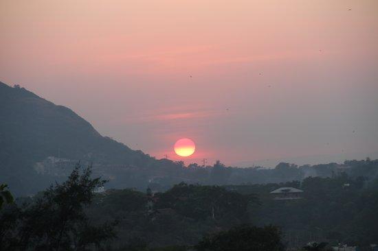Fariyas Resort Lonavala: sunset