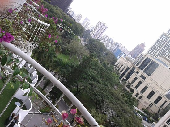 Copthorne King's Hotel Singapore: View from bedroom on 7th floor