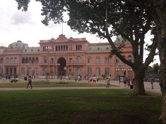 Buenos Aires Local Tours: the pink house