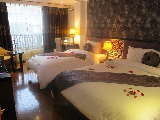 Golden Sun Suites Hotel : triple room