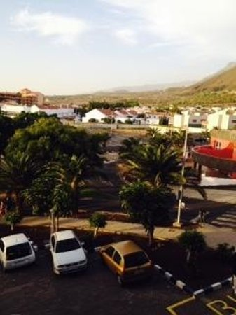 Paradise Park Fun Lifestyle Hotel: Room 347 View of car park and mountains
