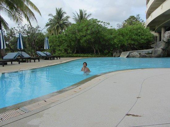 Hilton Phuket Arcadia Resort & Spa: En af de dejlige pools på hotelområdet