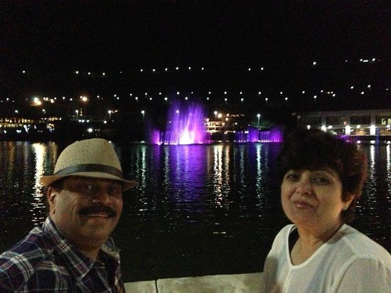 The Waterfront Shaw, Lavasa : Pic of Fountain view from promenade in front of waterfront shaw.