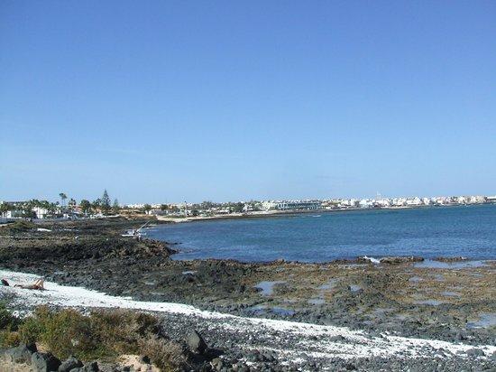 Suite Hotel Atlantis Fuerteventura Resort: Corralejo from coastal path