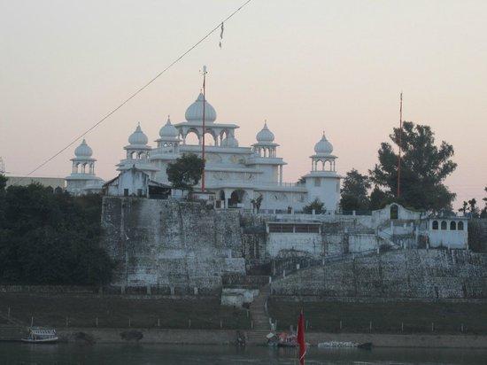 Hotel River View: Gurudwara at Gwarighat